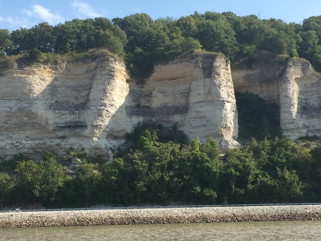 The beautiful cliff walls upon leaving Grafton IL.